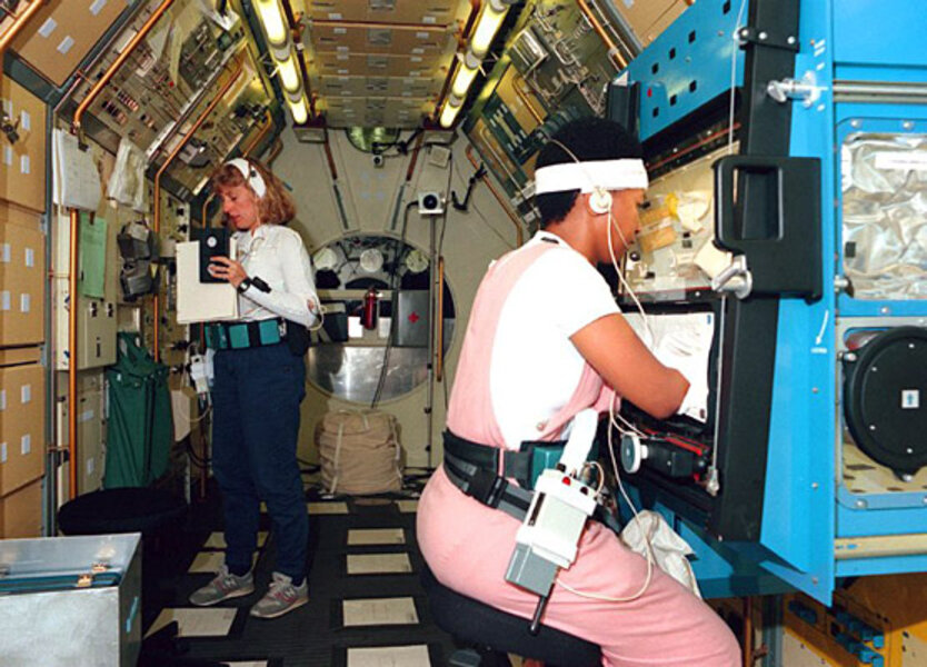 mae jemison pictures in space - 834×600