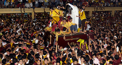 Millions of barefoot Filipino Catholics defy terror warning