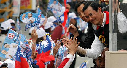 Taiwan voters face tight election, but keep typical rowdiness in check (+video)
