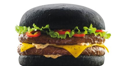 Darth Vader burger? A black bun? Oui!