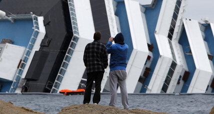 Costa Concordia company to offer compensation to ship passengers