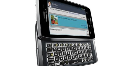 Android phones: Motorola shows Droid 4 with keyboard