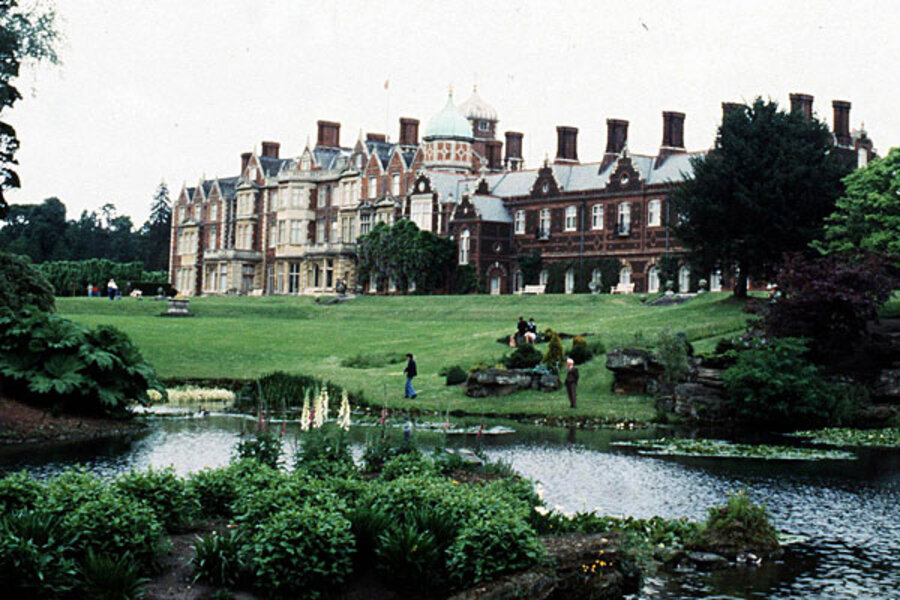 Murder at Queen Elizabeth's country estate in England ...