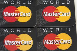 Was bedeutet es, ein Gleichgewicht auf einer Kreditkarte zu tragen