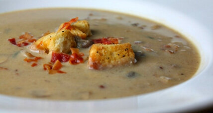 Creamy mushroom and bacon soup