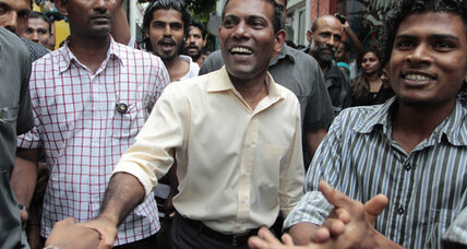 Crisis in Maldives: Police issue warrant for ousted president