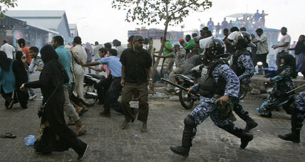 Maldives president asks for unity while rioting rages on (+video)