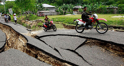 Negros earthquake: Urgent rescue efforts as death toll rises