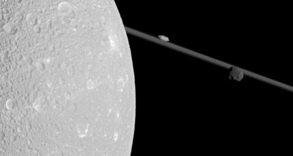 Saturn's frigid moon holds wisps of oxygen, scientists say