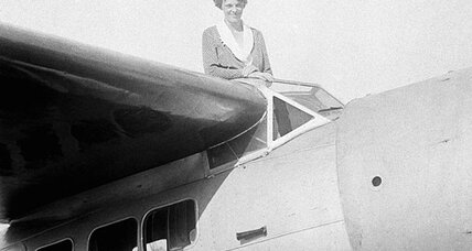 Amelia Earhart: Why is Hillary Clinton backing new search? (+video)