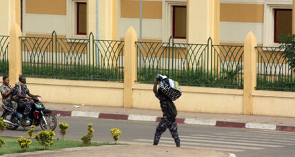 Rowdy soldiers loot Mali presidential palace after ousting leader