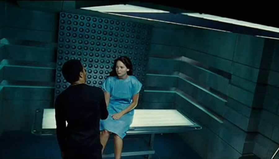 The Hunger Games New Clip Shows Katniss Meeting Stylist Cinna