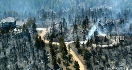 Federal crews plan to contain wildfire in Colorado