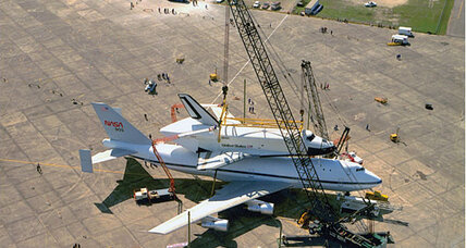 How do they remove the Space Shuttle Discovery from its carrier aircraft?