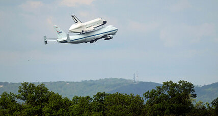 Space shuttle Enterprise takes final flight to New York (+video)