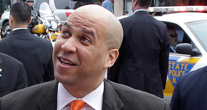 Newark mayor Cory Booker rescues neighbor from burning house (+video)