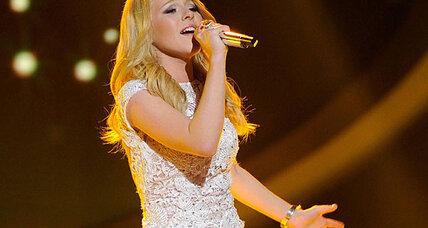 American Idol takes on Queen: Will Hollie Cavanagh go home next? (+video)