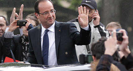 Hollande's plane struck by lightning en route to Germany to meet Merkel