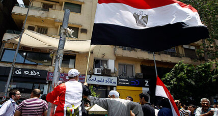 Angry crowd targets HQ of Egypt's 'candidate for stability,' citing vote fraud (+video)