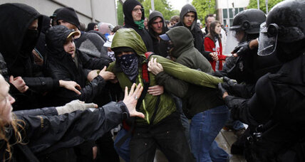 May Day: Tear gas in Oakland, broken windows in Seattle (+video)