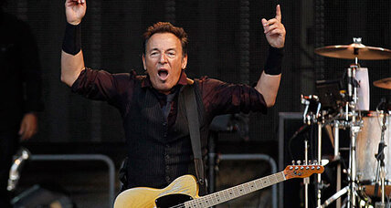Bruce Springsteen blasts bankers in Berlin concert