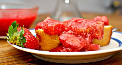 Ginger vanilla pound cake with strawberry rhubarb sauce