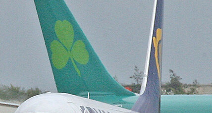 Aer Lingus gets buyout bid from Ryanair