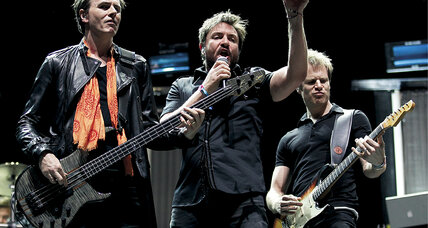 Duran Duran stays up close and personal with fans