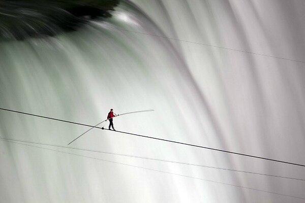 Wallenda exuberant after wire walk across Niagara Falls - CSMonitor.com