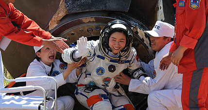 China's first female astronaut returns to Earth (+video)