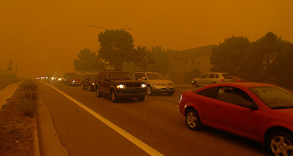 Colorado wildfire jumps perimeter, forces 32,000 to evacuate