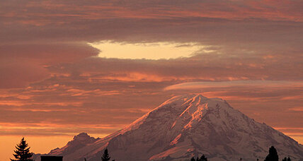 Ranger tumbles to his death after rescuing Mt. Rainier hikers