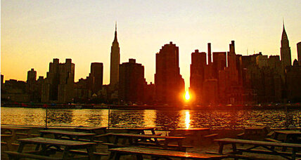 Sunset to transform New York City into 'Manhattanhenge'