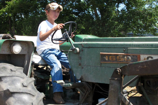 Child labor: Farming p...