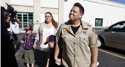 Ousted lesbian Boy Scout leader delivers petition