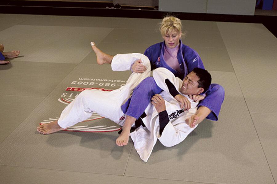 Female vs male judo - 1 7