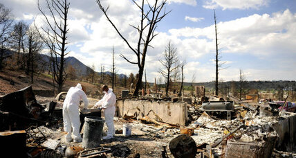 Colorado wildfires: Volunteers help families find belongings