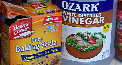 Baking soda and vinegar: the only cleaning products you should ever buy