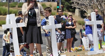 Colorado shooting: a day of prayerful memorials and a presidential visit (+video)