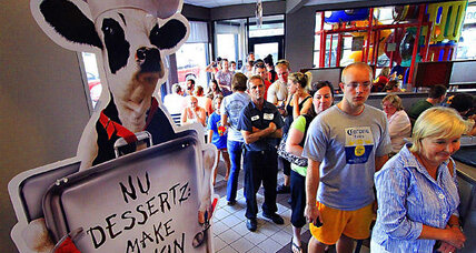 Chick-fil-A supporters send message, eat chicken (+video)
