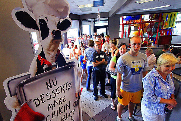 Chick-fil-A supporters send message, eat chicken (+video ...