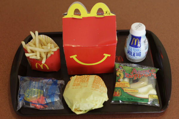 No mcdonald s happy meal toy chile bans toys in children for Happy fish and chicken