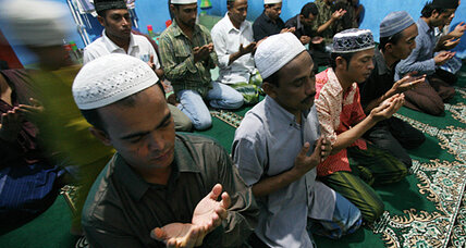 Pakistan's extremists whip up frenzy over Burma's Muslims