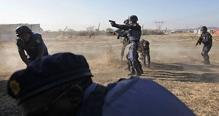Police in South Africa shoot dead several striking miners (+video)