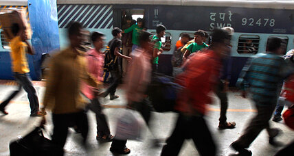 Thousands of Indians flee Bangalore after text message warnings