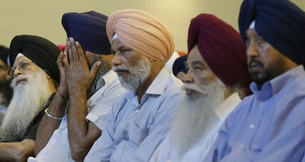 Sikh temple shooting renews fears over white supremacist groups (+video)