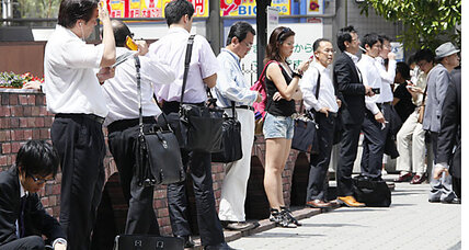 Japan's employment: fewer people, fewer jobs