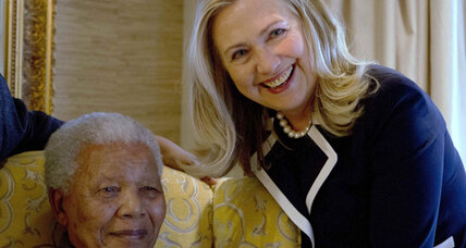 Sec. Clinton visits Nelson Mandela in South Africa
