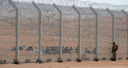 Israel faces off with African migrants on Egyptian border