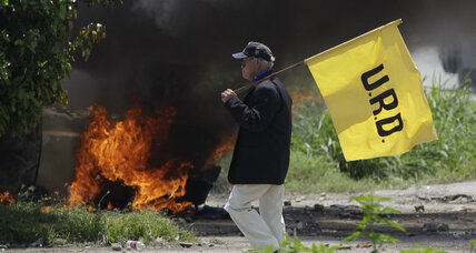 Violence erupts in Venezuela when challenger campaigns in Chavez stronghold